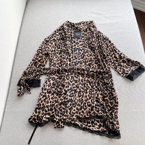 99% New Juicy Couture Robe